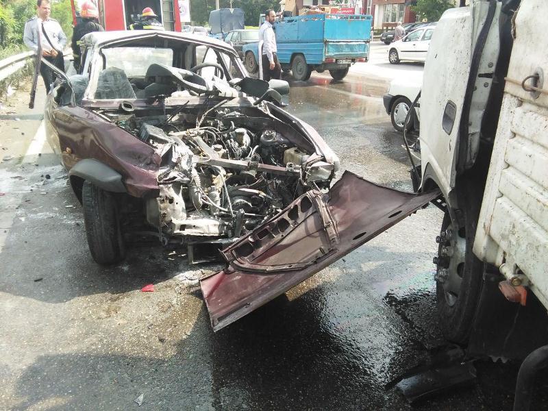 تصادف رنو و کامیون در ساری- سایت عبارت
