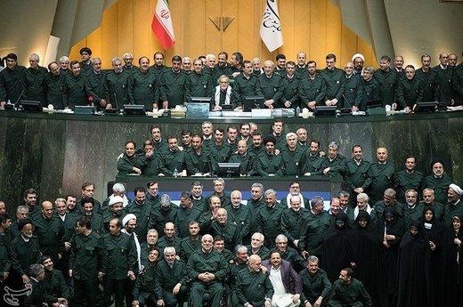 مجلس با لباس سپاه
