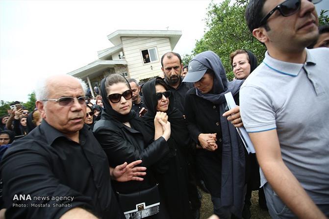 شییع پیکر حبیب محبیان خواننده موسیقی پاپ در رامسر ـ سایت عبارت