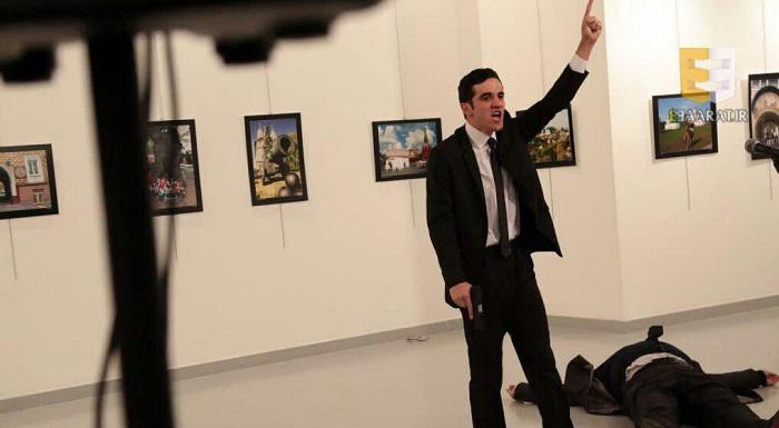 عكس تروريستى كه به سفير روسيه شليك كرد